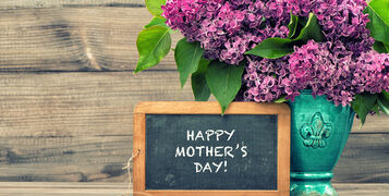 Lilac,Flowers,And,Vintage,Blackboard,With,Sample,Text,Happy,Mothers